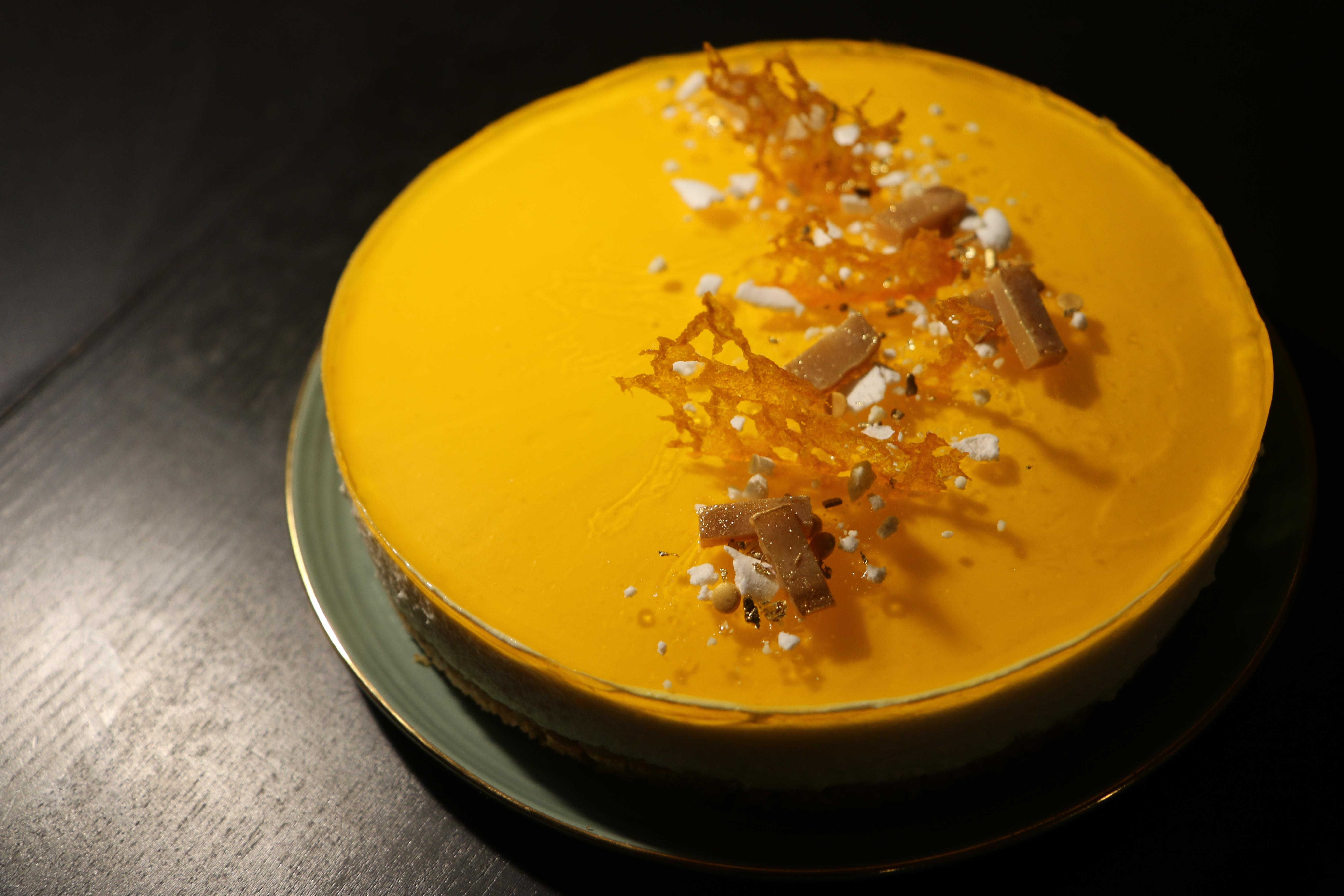 Cheesecake med fersken og karamel